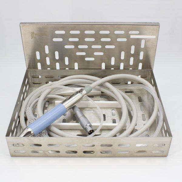 Caja para Esterilización Piezo Surgic Touch Woodpecker abierta con pieza de mano